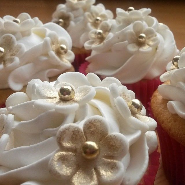 Holly Cupcakes
