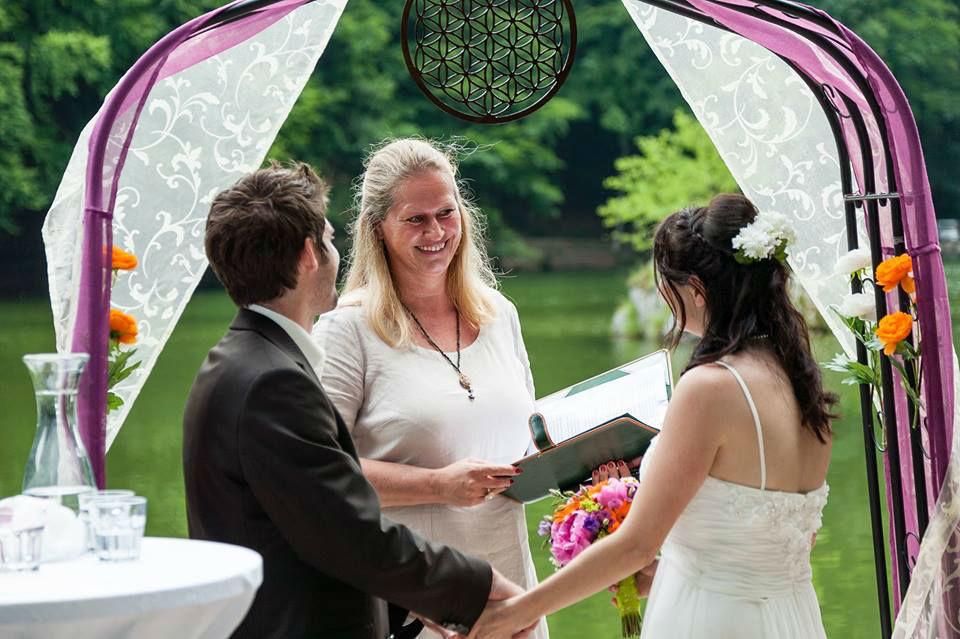 Beispiel: Freie Trauungszeremonie, Foto: Die Hochzeitsrednerin.