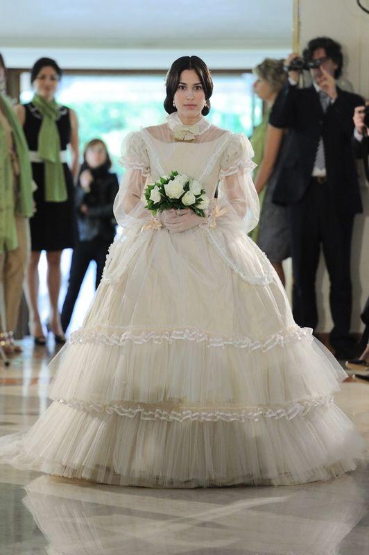 Sfilata di abiti da sposa d'epoca.  La sposa 1860. Realizzata da Yes wedding planner