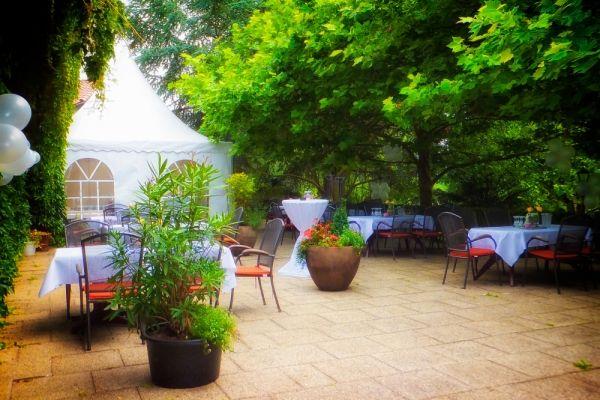 Beispiel: Garten und Partyzelt, Foto: Landhaus Klosterwald.