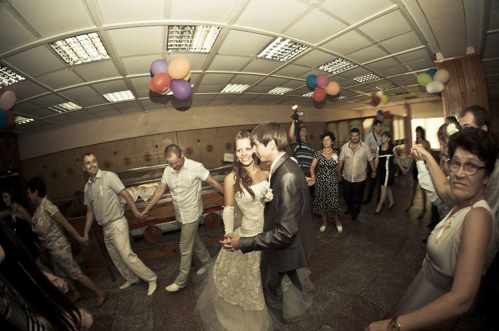 Beispiel: Hochzeitsgesellschaft, Foto: Internet.