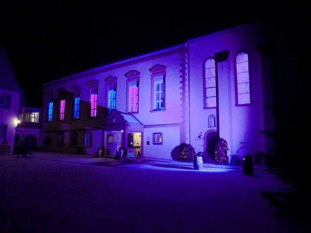 Beispiel: Aussenansicht bei Nacht, Foto: Kloster Machern Bernkastel- Wehlen.