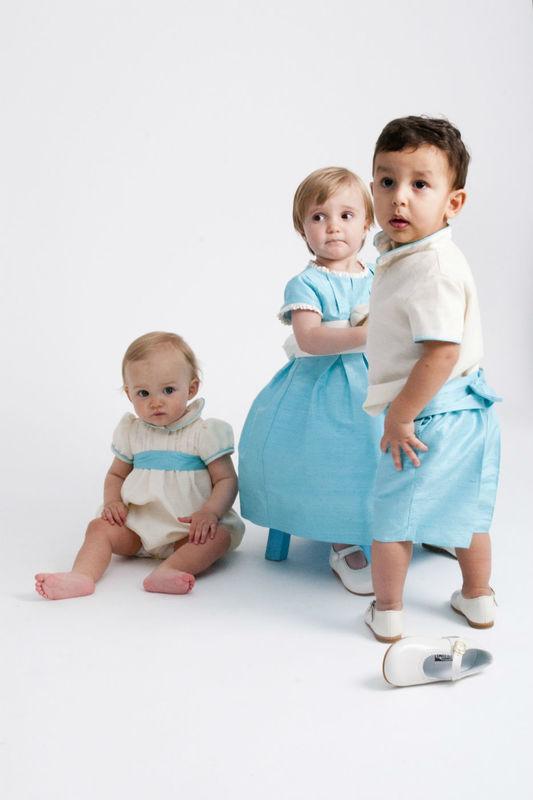 Nenes vestidos con turquesa y crudo