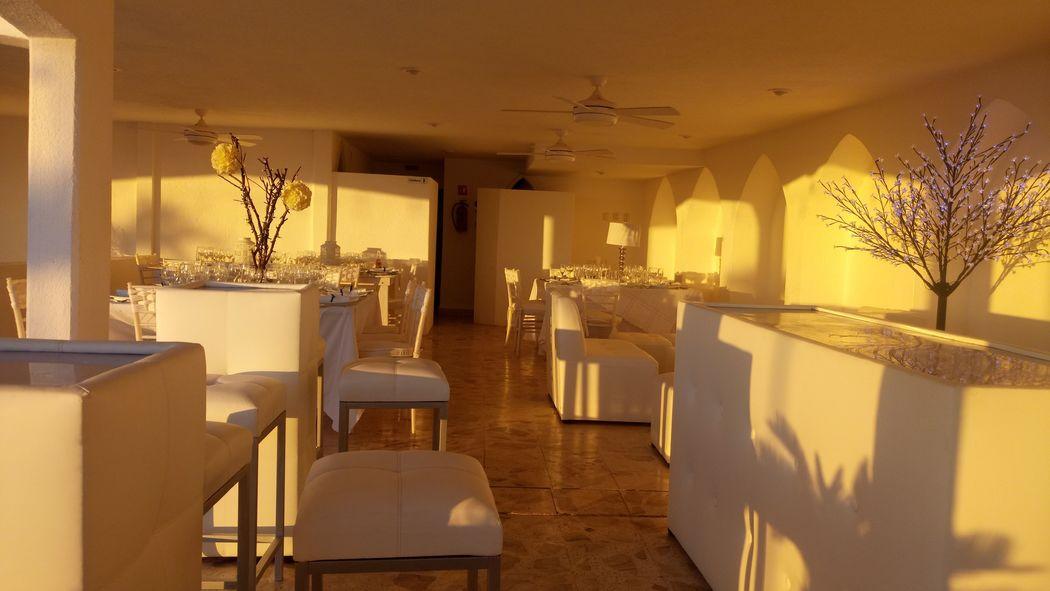 Periqueras, barra y sala lounge (con costo extra)
