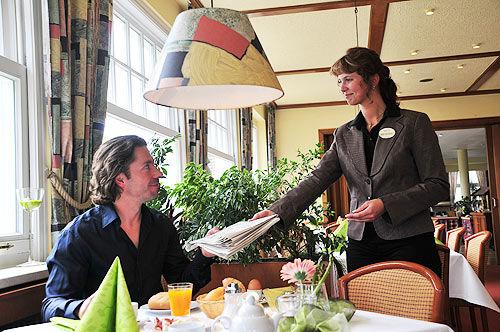 Beispiel: Service, Foto: AKZENT Hotel Hahnenkamp.