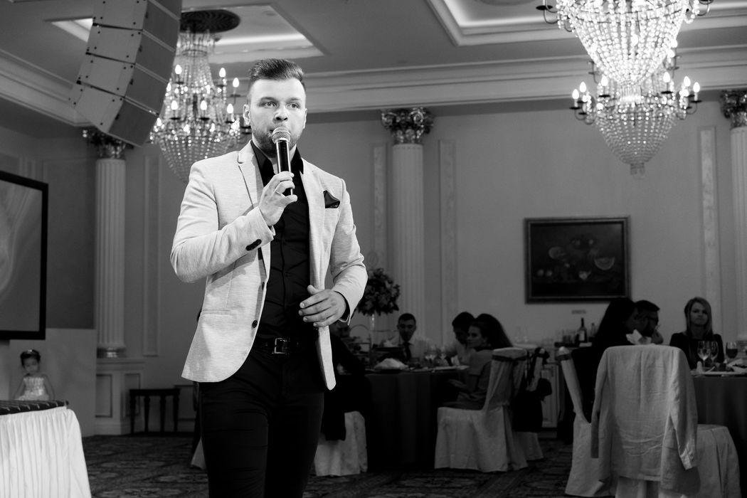 Ведущий Кирилл Фоменко