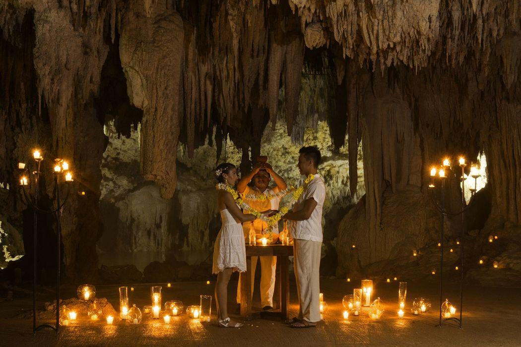 Original Ceremonia Maya en una cueva natural ¿Por que no? ¡Será increíble!