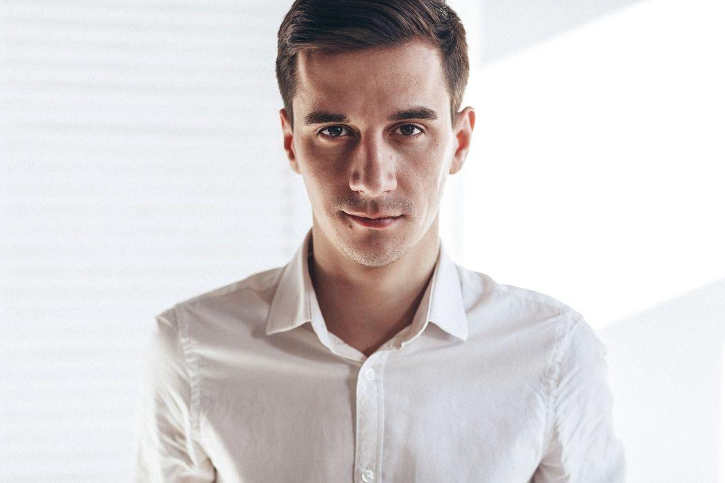 Ведущий Егор Мокров