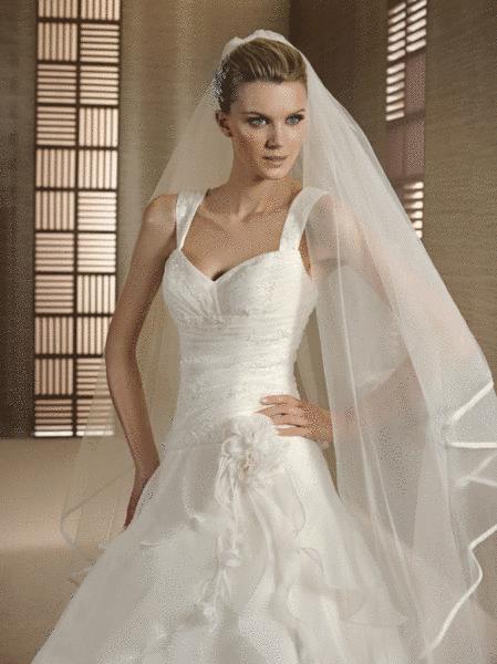 Beispiel: Wunderschöne Brautkleider, Foto: Braut-Atelier 09.