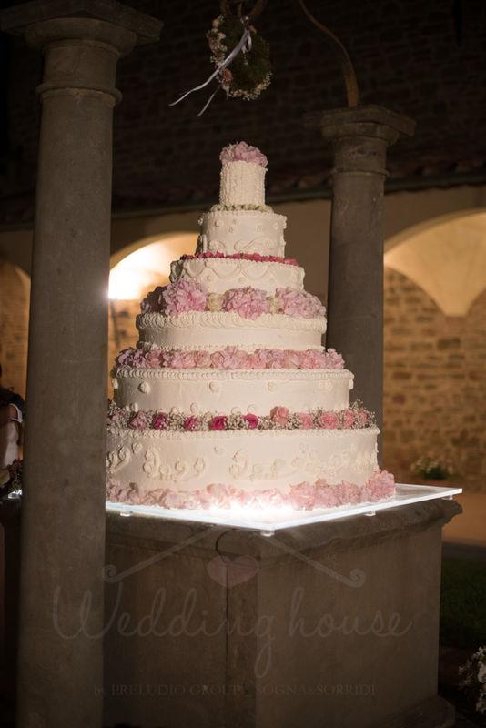wedding house wedding cake
