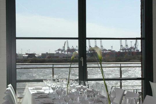 Beispiel: Blick auf die Elbe, Foto: Altonaer Kaispeicher.