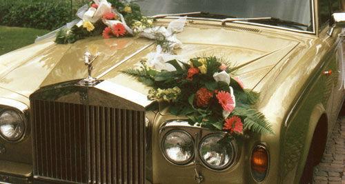 Beispiel: Rolls Royce mit Blumenschmuck, Foto: Classic Car Chauffeur Service.