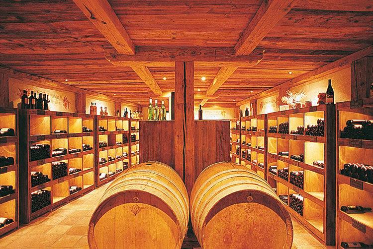 Beispiel: Weinkeller, Foto: Landgasthof zu den Drei Sternen.