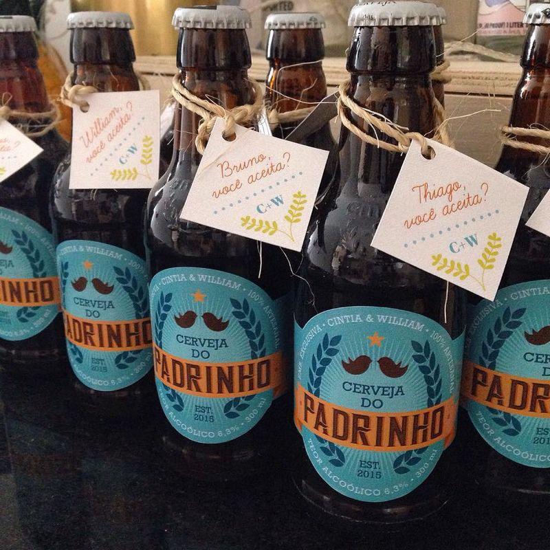 Para um noivo que produz a própria cerveja, criamos o convite dos padrinhos