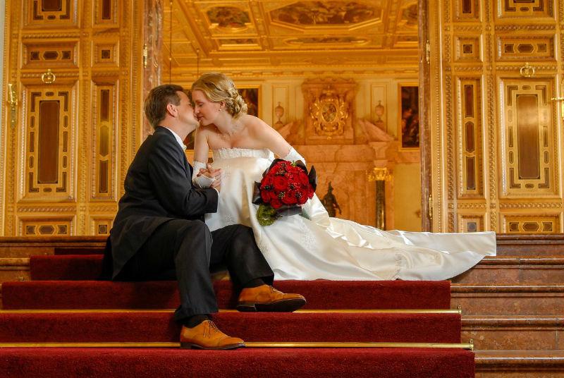 Beispiel: Wunderschöne Portraitfotos vom Brautpaar, Foto: Tom River Photography.