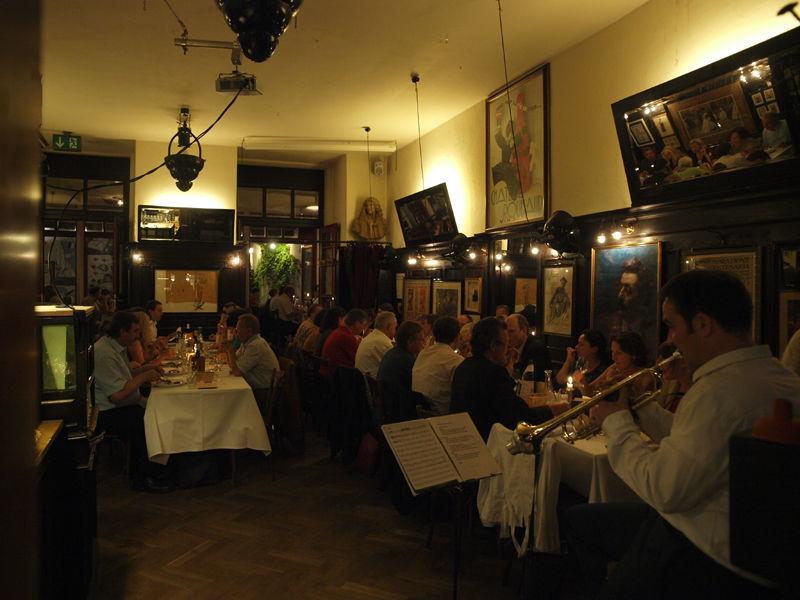 Beispiel: Restaurantbetrieb, Foto: Orphée.