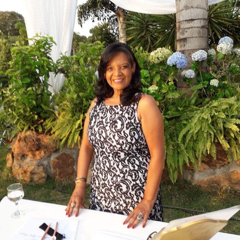 Celebrante Sheila Borges