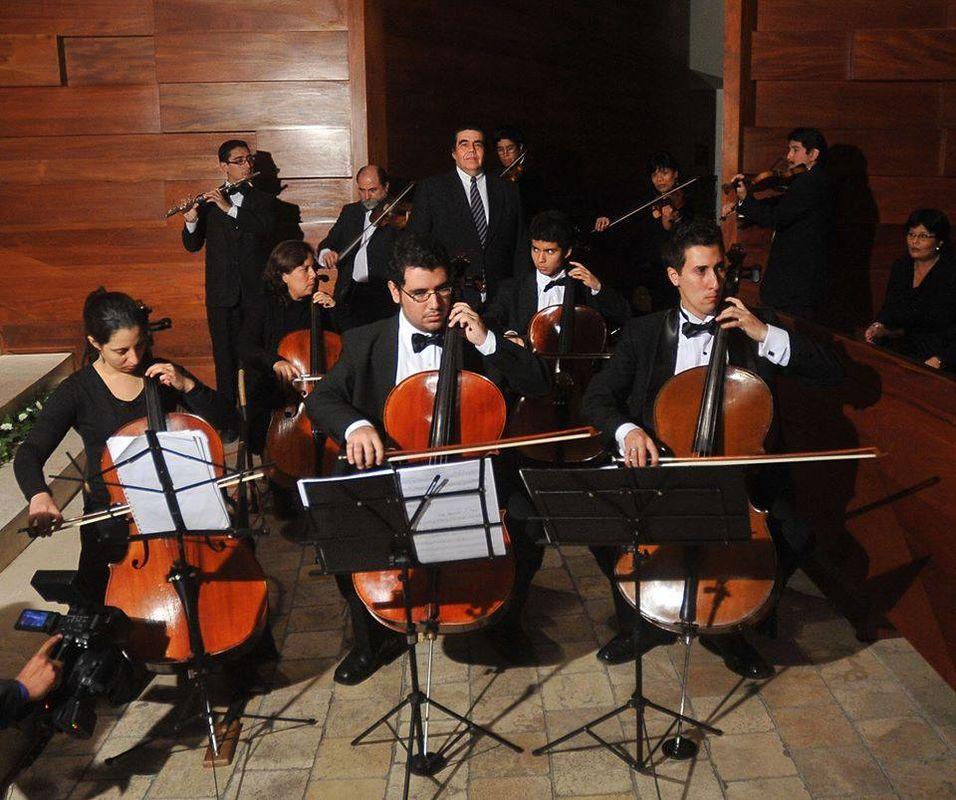 Los mas renombrados músicos violinistas, cellistas y flautistas en la Parroquia Sagrado Corazón de Jesús.