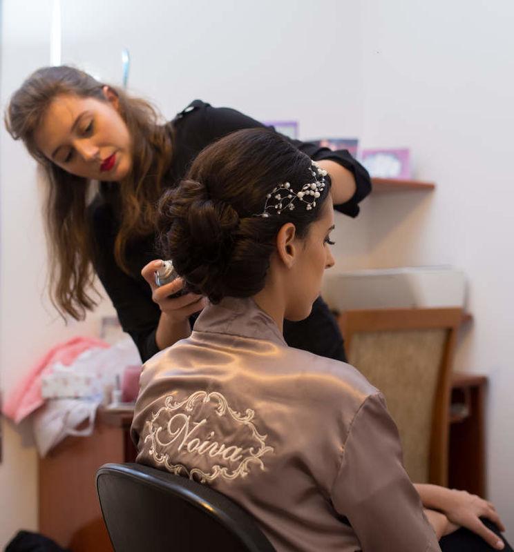 Thais Mendes | Maquiagem e Penteado