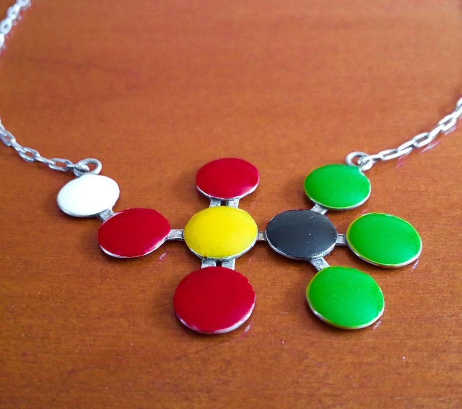 Un pedido muy especial, se trata de una molécula de ácido trifílico, en una base de plata 950, todo hecho a mano.
