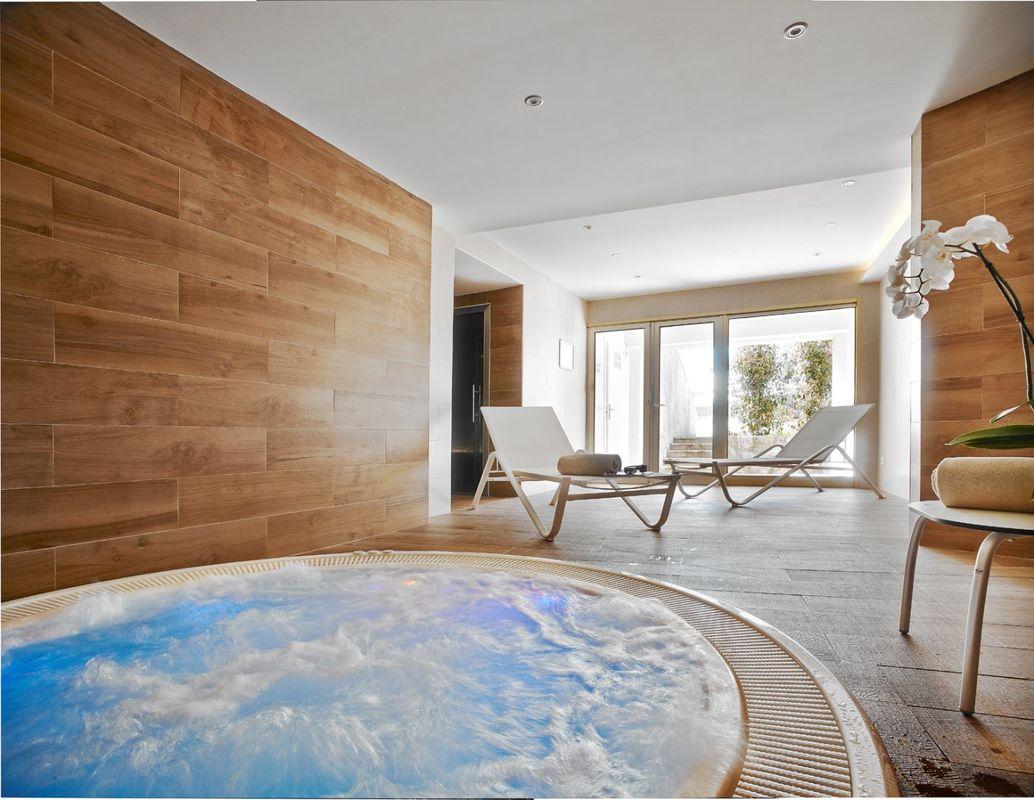 Spa avec hammam, sauna, jacuzzi et salle de fitness