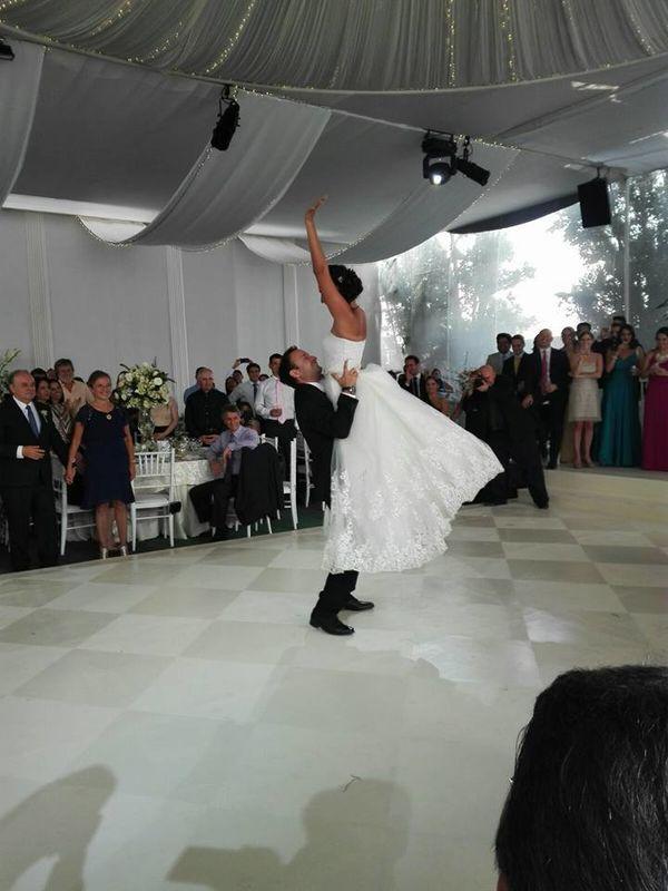 Baile de los novios, boda en campo abierto