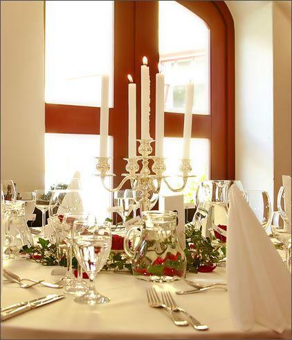 Beispiel: Hochzeitstisch, Foto: Gut Schwabhof.