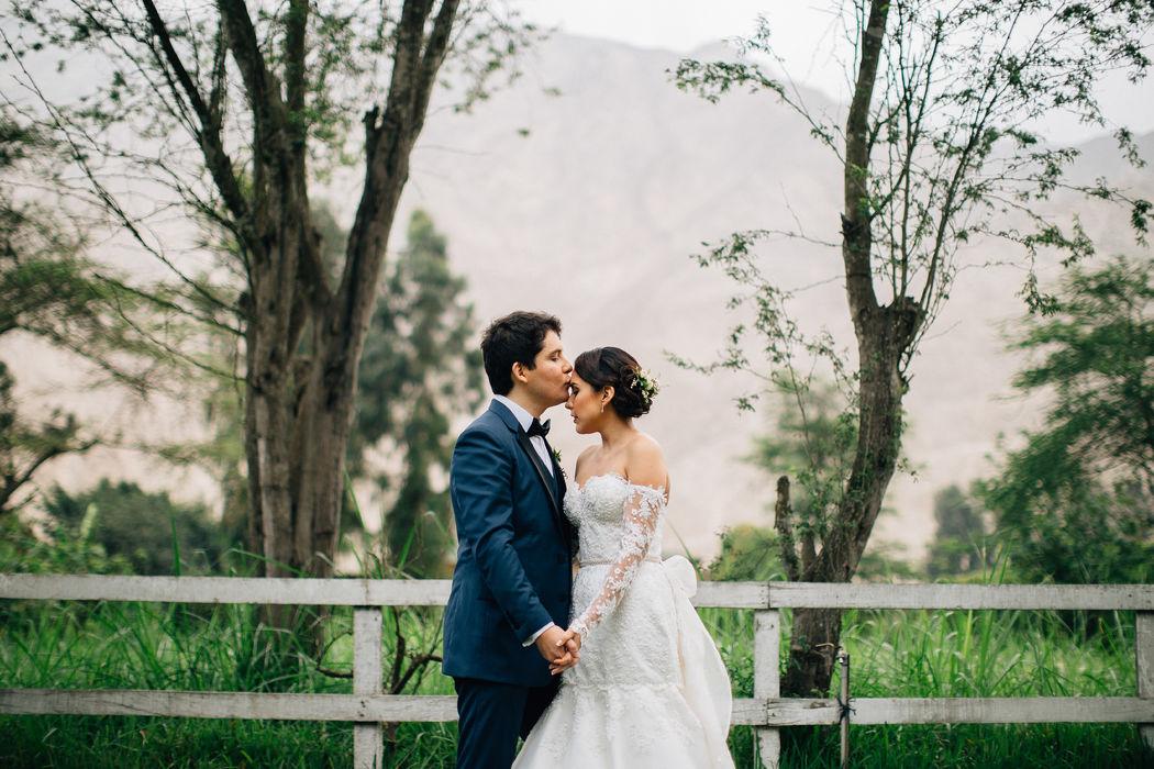 Modern Rustic Chic wedding in Lima Iris & Jimmy