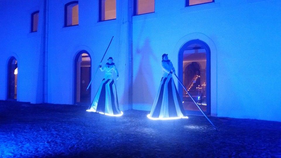 Homens em Andas Iluminadas | Illuminated Men on Stilts