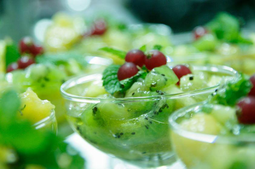 coupe de salade de fruits fraîche façon orientale