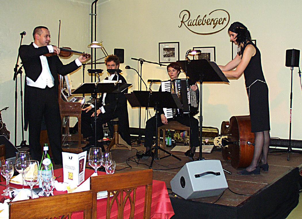 Beispiel: Musik-Arrangements, Foto: Jonas PartyService.