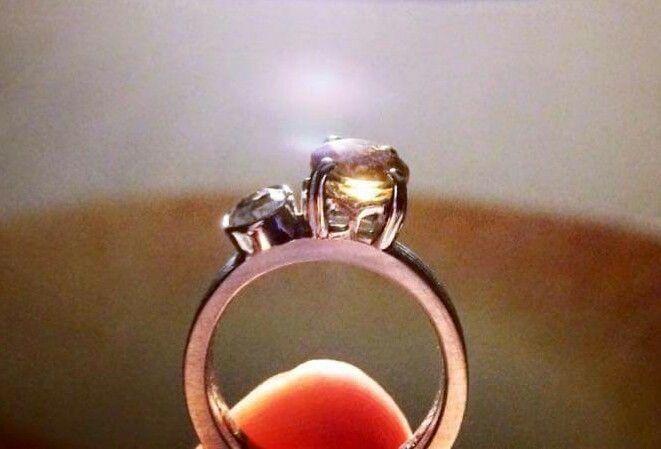 Anel de curso em prata 925 com cristal da rocha e topázio