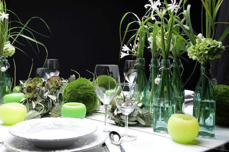 Beispiel: Tischdekoration mit Blumen, Foto: Florastyle.