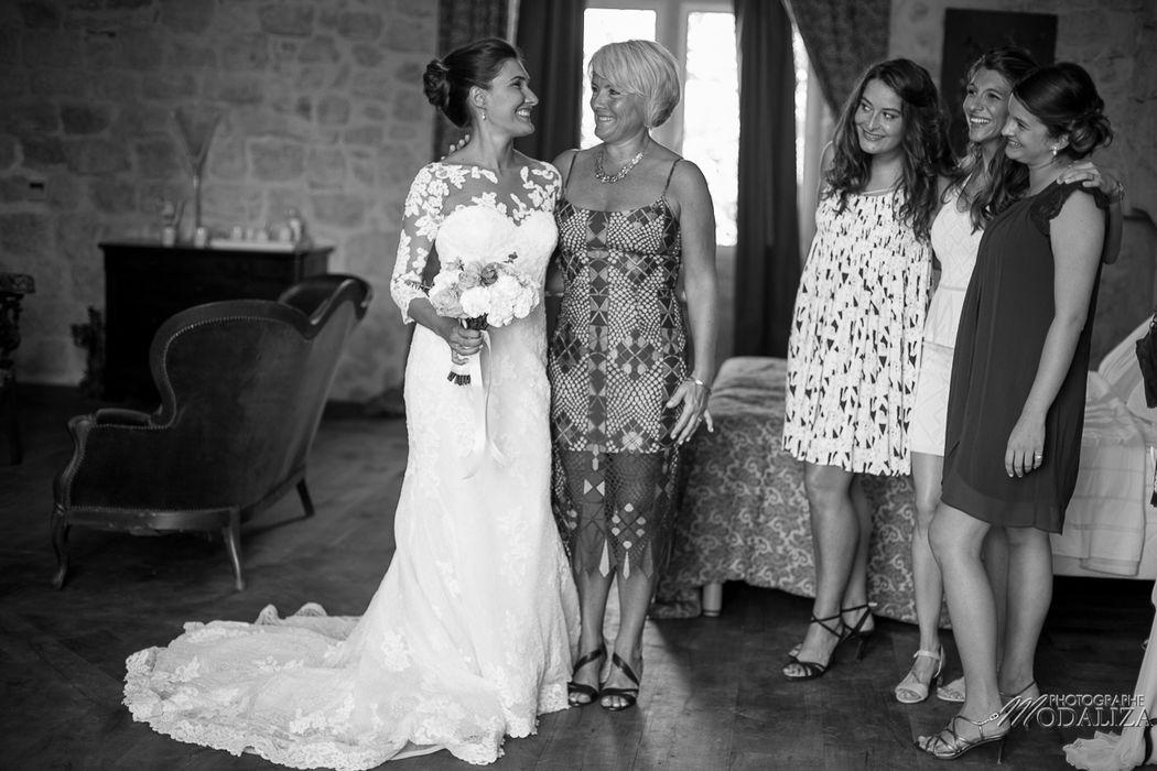 Preparatifs de la mariee temoins et maman - Modaliza photo