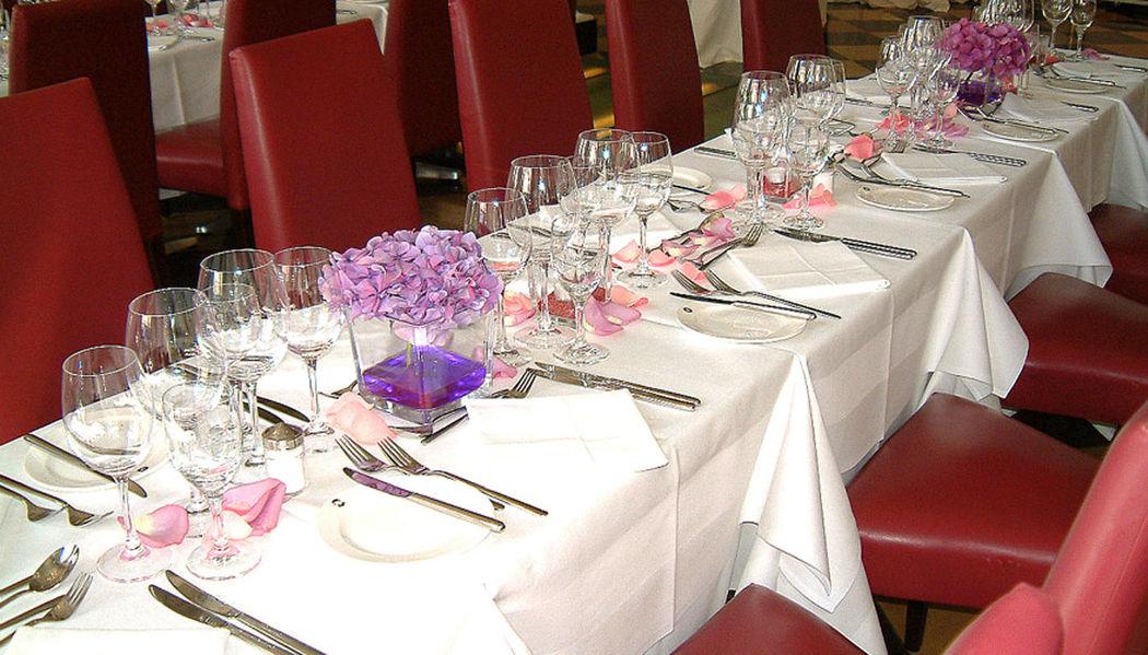 Beispiel: Tischdekoration - Bankett, Foto: Blumenbinderei.