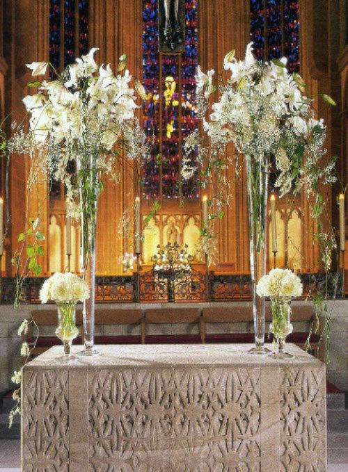 Beispiel: Blumen für den Altar, Foto: Florales Ambiente.