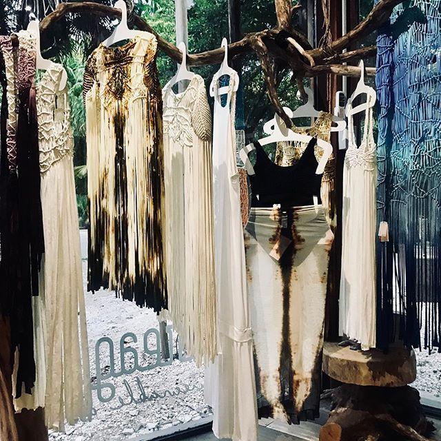 Entreaguas Wearable Art