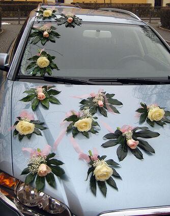 Beispiel: Autoschmuck, Foto: Blumen-Heidi - Die Floristen-Werkstatt.