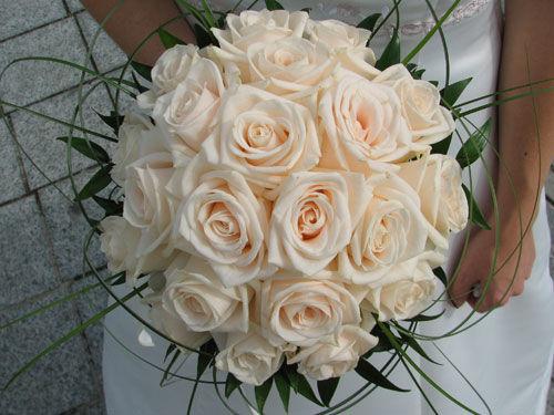 Beispiel: Brautstrauß, Foto: Beko Blumen.