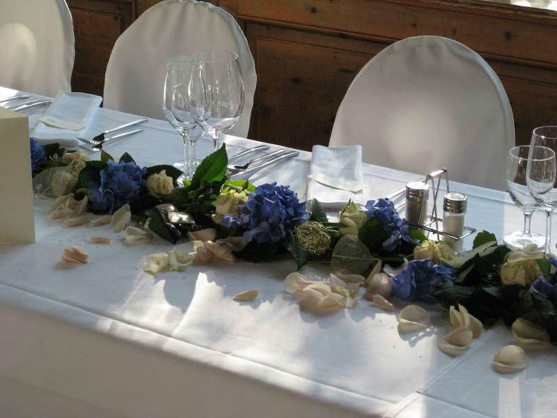 Beispiel: Dekoration des Brauttisches, Foto: Restaurant Landgasthof Bogner.