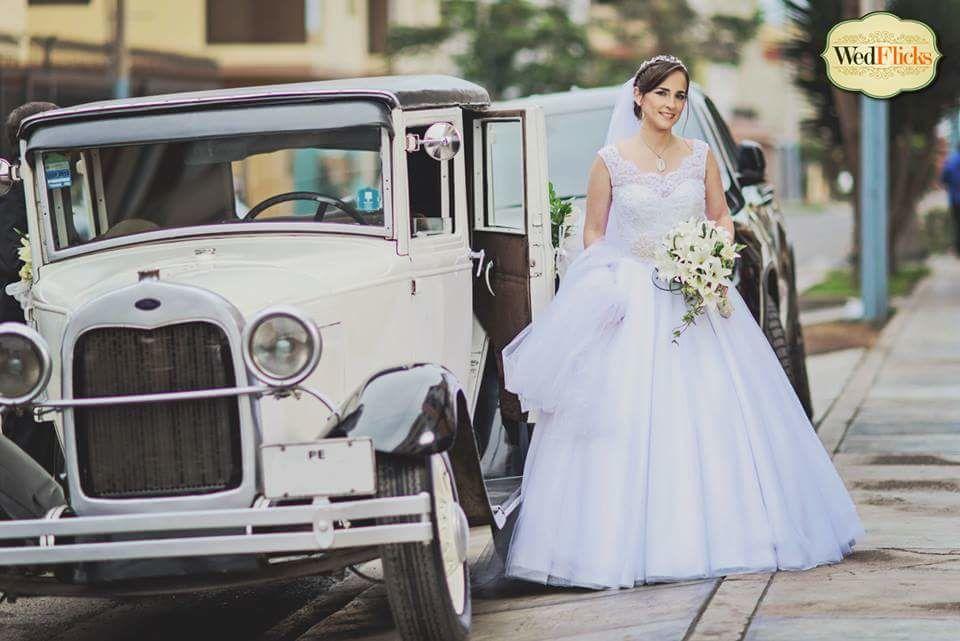 ANALIA:  Novias Atendidas.  Hermoso vestido blanco.