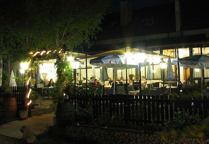 Beispiel: Gastgarten bei Nacht, Foto: Restaurant Schottenhof.