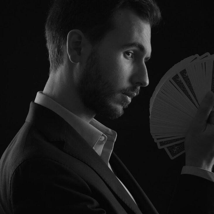 Lucas Nolan - magicien, mentaliste, hypnotiseur