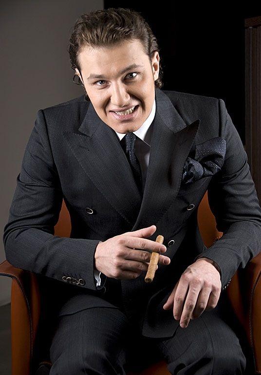 Ведущий Максим Брызгалин