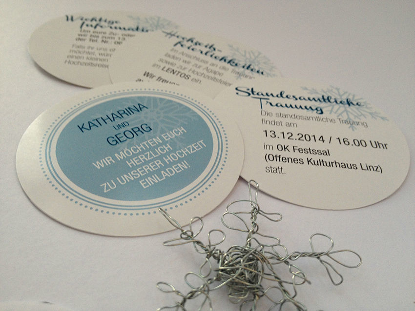 Winter-Hochzeitseinladung mit Drahtschneeflocke