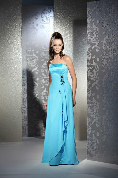Beispiel: Elegante Festmode, Foto: Bea's Brautmode Festkleider.