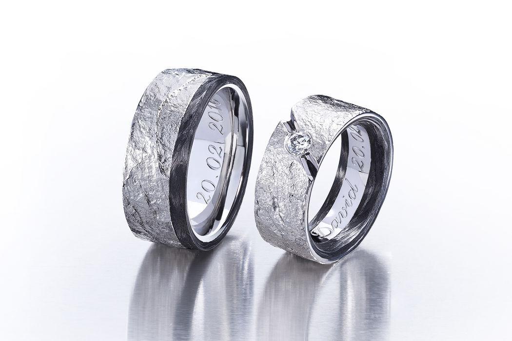 Partnerringee in Palladium 950 und Edelstahl mit Carbon und Diamant, Oberfläche mit