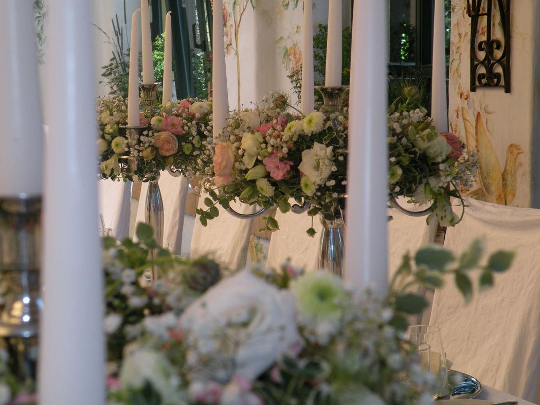 Beispiel: Festliche Stimmung durch Blumenschmuck, Foto: Hochl & Co.
