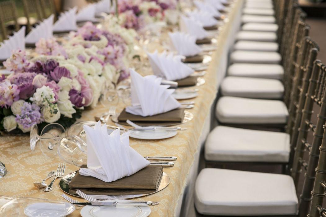 Montaje de mesa para banquetes