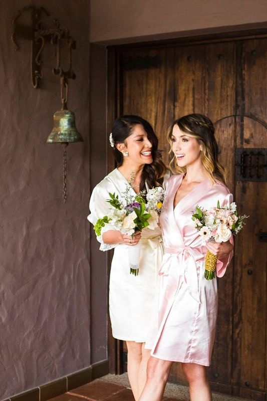 Bata Alma Romantica Marfil (novia) - Bata Betina rosada (Madrina de honor)